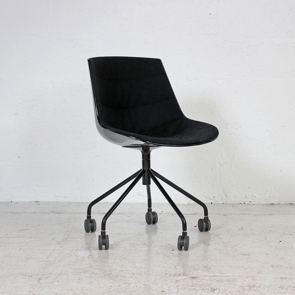 MDF Italia Flow Chair - Black | Black Meeting Chair | Black Swivel Chair