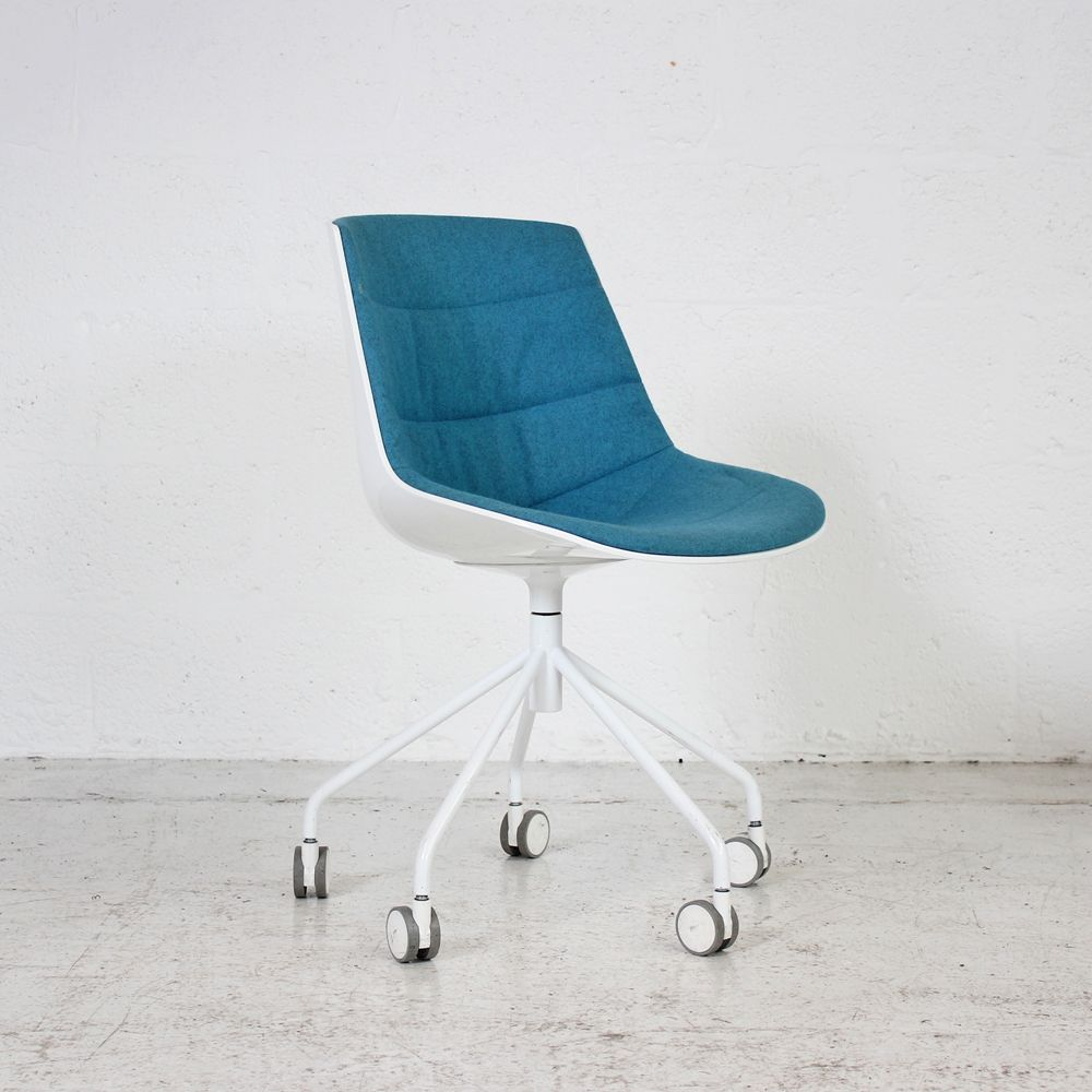 MDF Italia Flow Chair - Turquoise | White Meeting Chair | White Swivel Chair