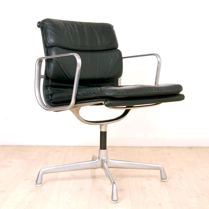 charles eames ea108 soft pad black leather meeting chair chair on swivel base and chrome frame. Black Bedroom Furniture Sets. Home Design Ideas