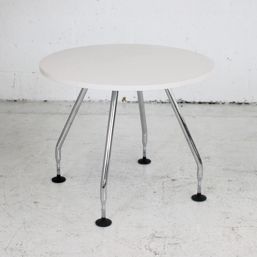 vitra ad hoc table 900mm diam round table white table. Black Bedroom Furniture Sets. Home Design Ideas